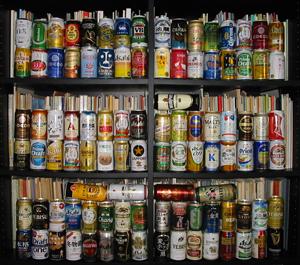本棚に缶ビール101本を並べるとこうなります。